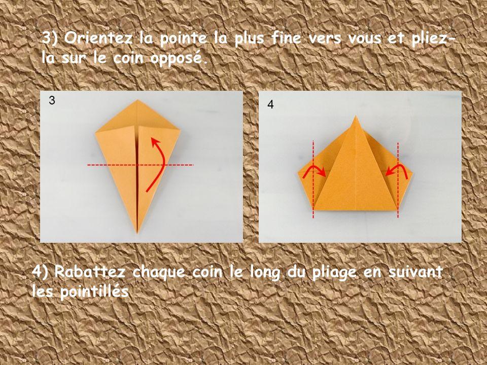 3) Orientez la pointe la plus fine vers vous et pliez- la sur le coin opposé. 4) Rabattez chaque coin le long du pliage en suivant les pointillés 3 4