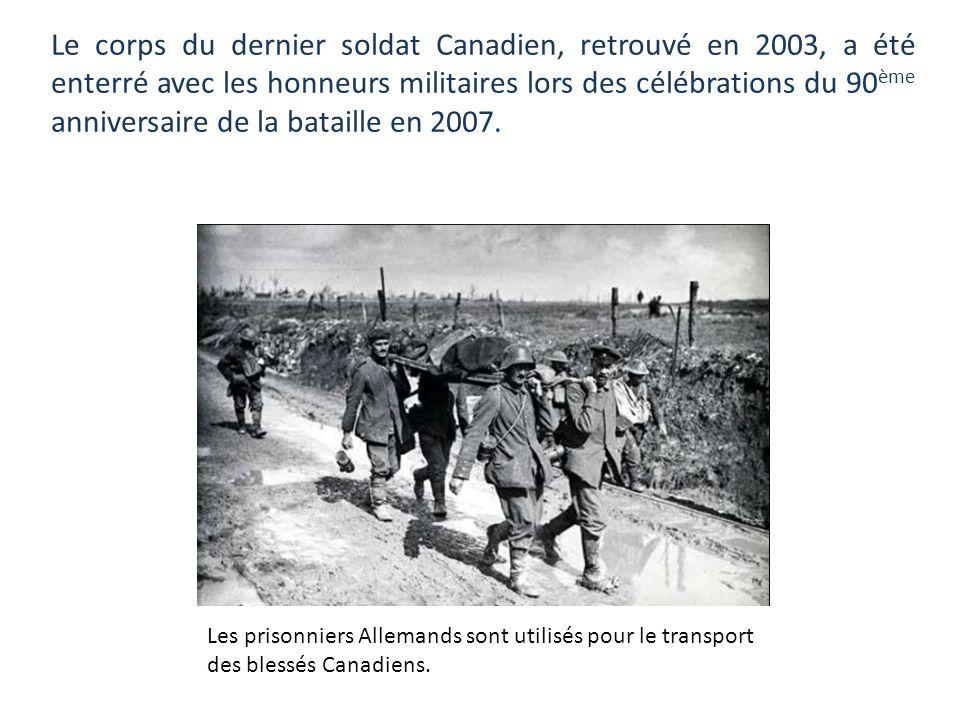 Du côté allemand, en labsence de chiffres précis, on pense que les pertes furent équivalentes. Transport des blessés à Vimy