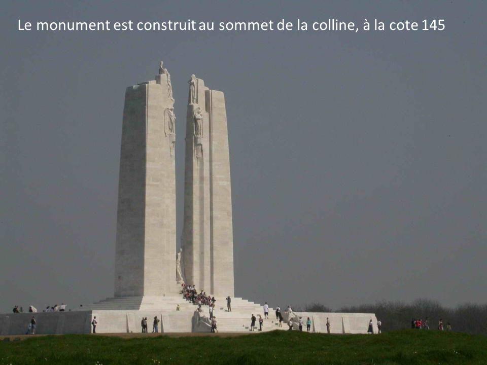 Le monument a été conçu par le sculpteur torontois, Walter Allward. La construction a débuté en 1925 et a duré 11 ans... Linauguration solennelle a eu
