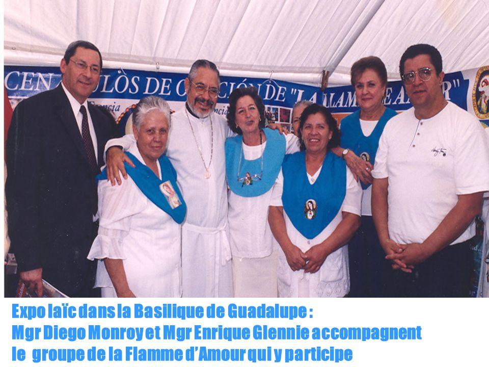 10 Expo laïc dans la Basilique de Guadalupe : Mgr Diego Monroy et Mgr Enrique Glennie accompagnent le groupe de la Flamme dAmour qui y participe