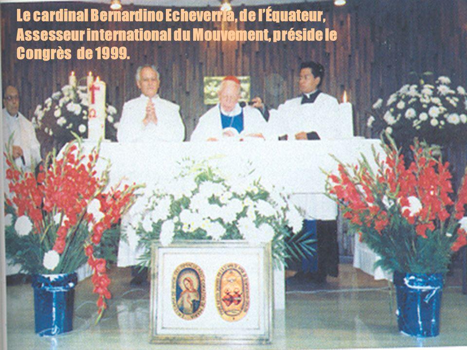 12 Le cardinal Bernardino Echeverría, de lÉquateur, Assesseur international du Mouvement, préside le Congrès de 1999.