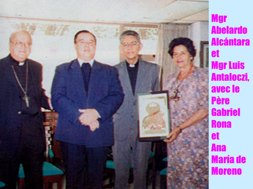 16 Mgr Abelardo Alcántara et Mgr Luis Antaloczi, avec le Père Gabriel Rona et Ana María de Moreno