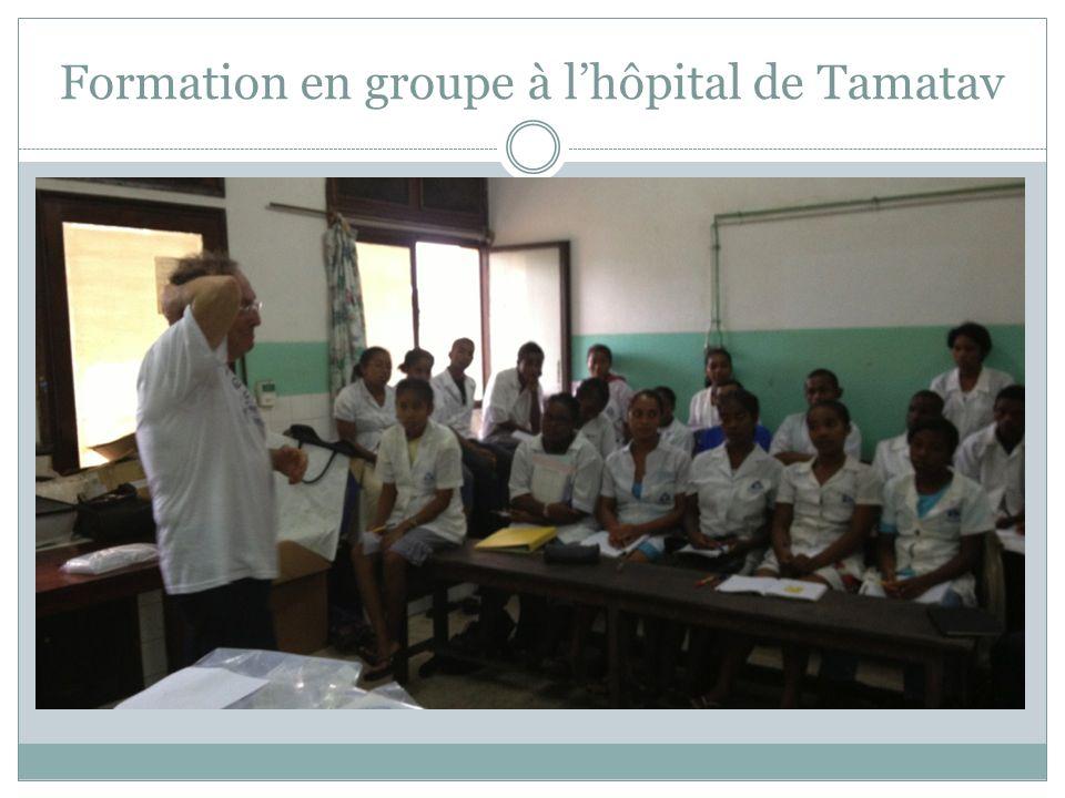 Formation en groupe à lhôpital de Tamatav