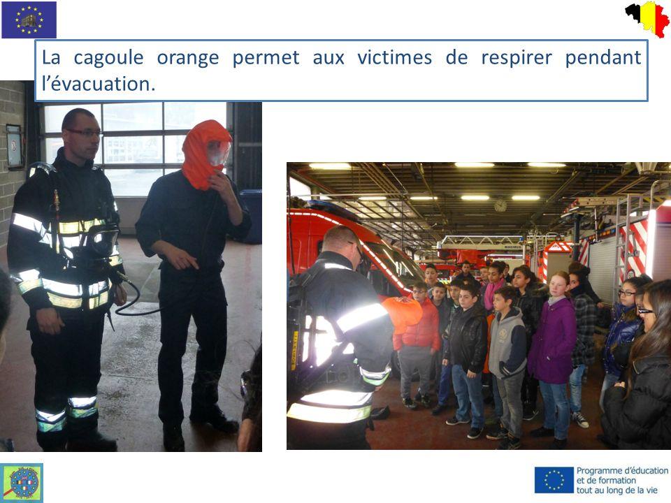 La cagoule orange permet aux victimes de respirer pendant lévacuation.