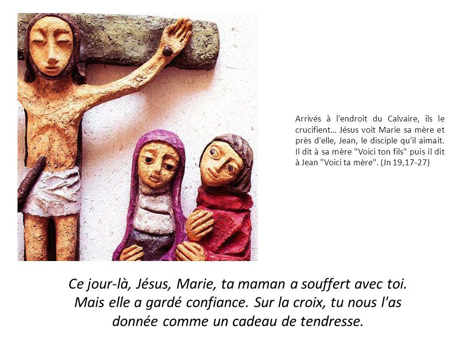 Arrivés à l endroit du Calvaire, ils le crucifient… Jésus voit Marie sa mère et près d elle, Jean, le disciple qu il aimait.