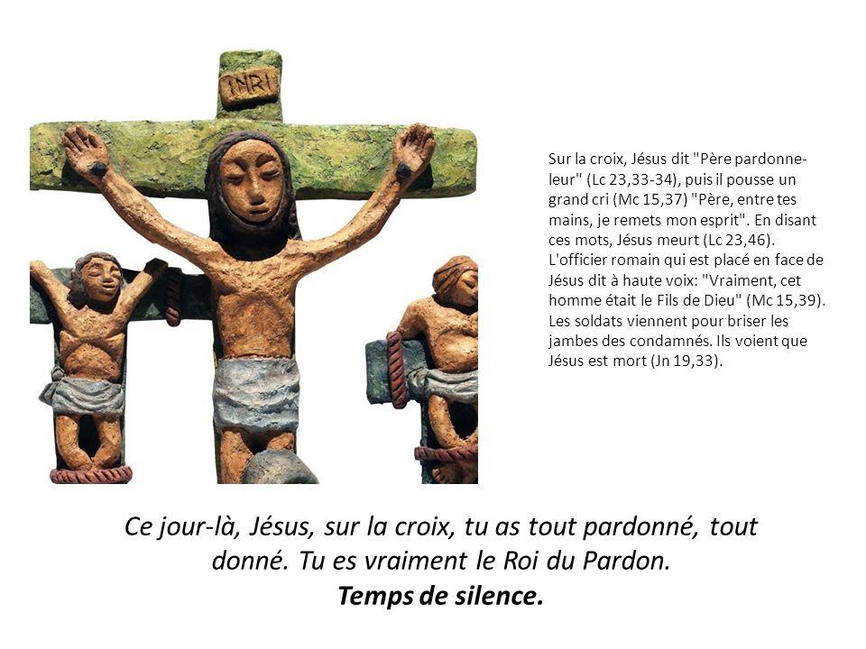 Sur la croix, Jésus dit Père pardonne- leur (Lc 23,33-34), puis il pousse un grand cri (Mc 15,37) Père, entre tes mains, je remets mon esprit .
