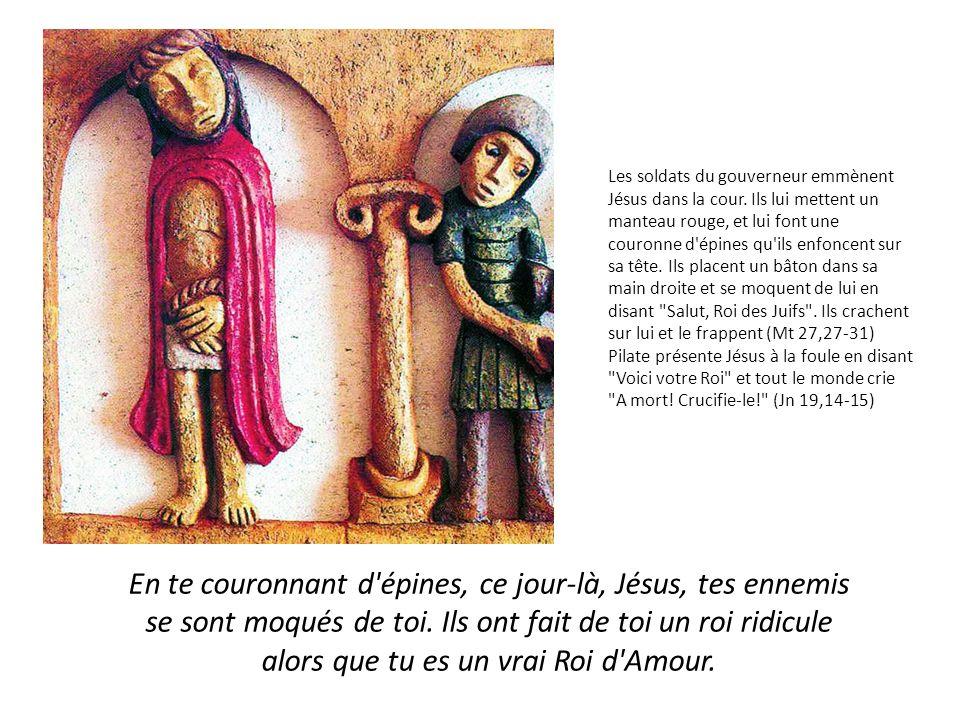 Ils emmènent donc Jésus qui porte lui-même sa croix, vers un endroit appelé Calvaire.