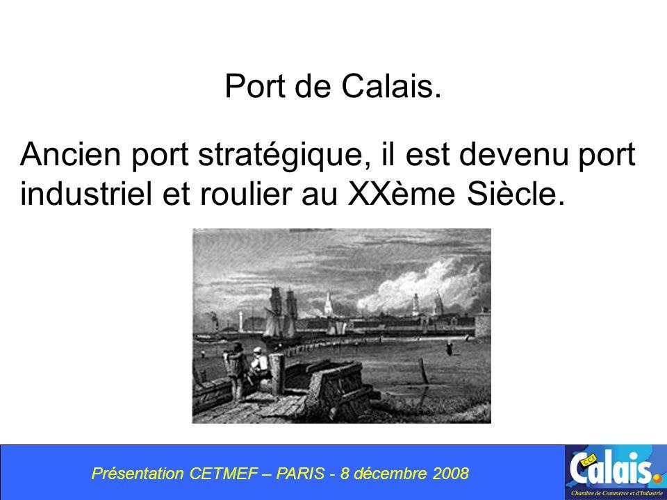 Port de Calais.Ancien port stratégique, il est devenu port industriel et roulier au XXème Siècle.