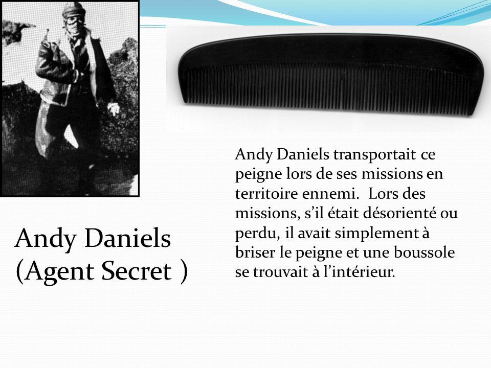 Andy Daniels transportait ce peigne lors de ses missions en territoire ennemi. Lors des missions, sil était désorienté ou perdu, il avait simplement à