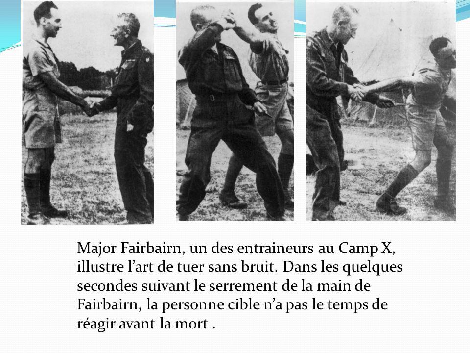 Major Fairbairn, un des entraineurs au Camp X, illustre lart de tuer sans bruit. Dans les quelques secondes suivant le serrement de la main de Fairbai