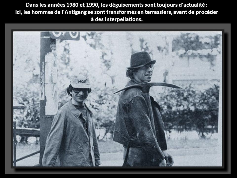 Bernard Mallet, le banquier enchaîné découvert à la page précédente (ici à droite), pose sur cette photo avec les hommes de la BRI, 4 heures après son