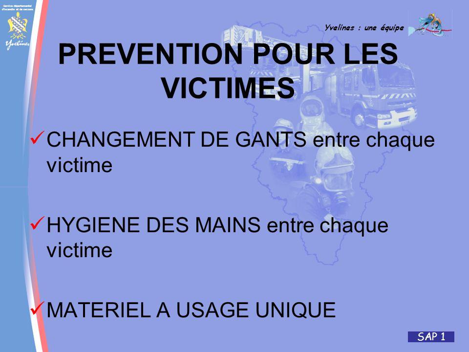 Service départemental d'incendie et de secours Yvelines : une équipe SAP 1 PREVENTION POUR LES VICTIMES CHANGEMENT DE GANTS entre chaque victime HYGIE