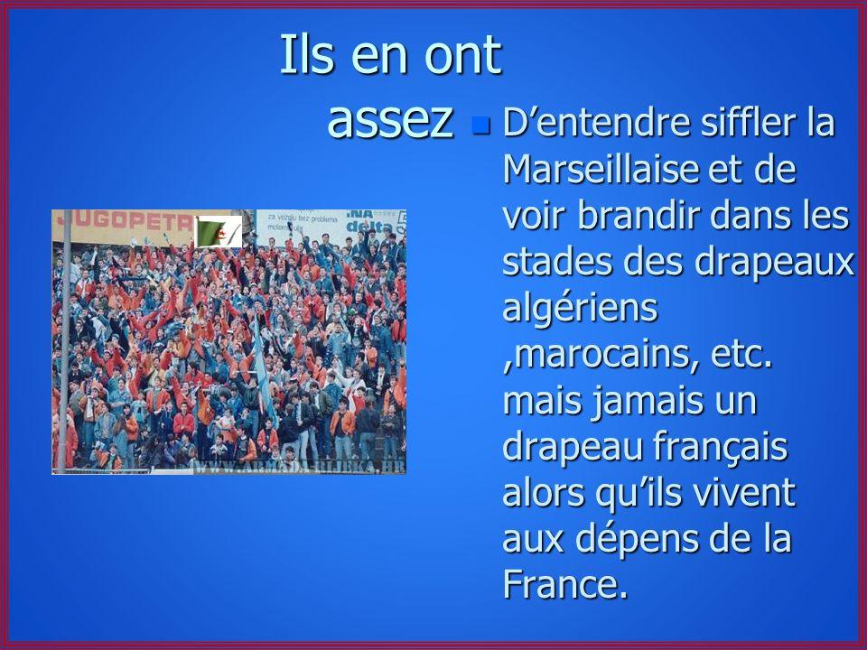 Ils en ont assez n De voir que l'on peut se torcher avec le drapeau français (de l'art paraît-il) sans que les partis politiques ne s'en émeuvent.