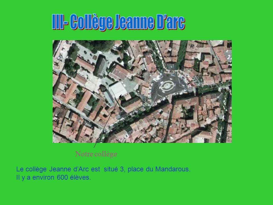 Le collège Jeanne dArc est situé 3, place du Mandarous. Il y a environ 600 élèves. Notre collège