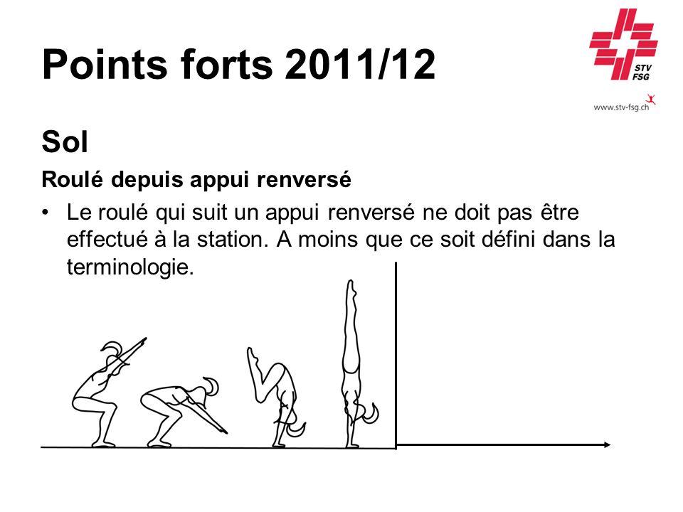 Points forts 2011/12 Sol Roulé depuis appui renversé Le roulé qui suit un appui renversé ne doit pas être effectué à la station. A moins que ce soit d