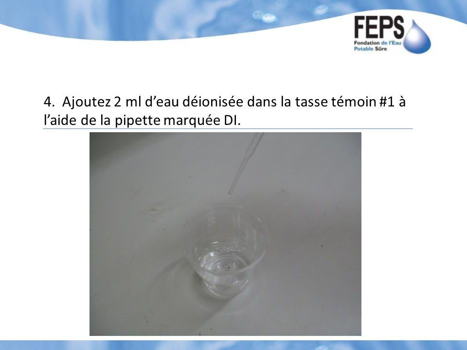 4. Ajoutez 2 ml deau déionisée dans la tasse témoin #1 à laide de la pipette marquée DI.