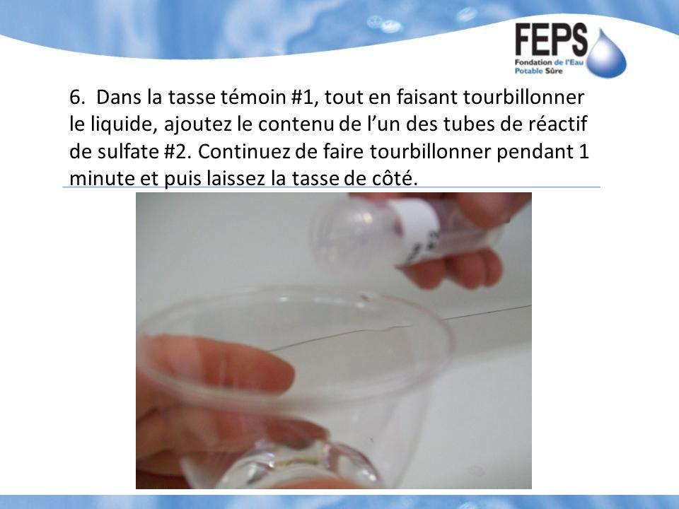 6. Dans la tasse témoin #1, tout en faisant tourbillonner le liquide, ajoutez le contenu de lun des tubes de réactif de sulfate #2. Continuez de faire