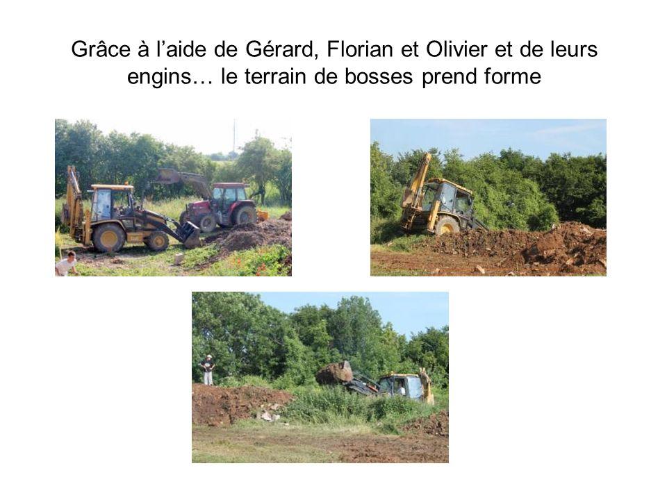 Grâce à laide de Gérard, Florian et Olivier et de leurs engins… le terrain de bosses prend forme