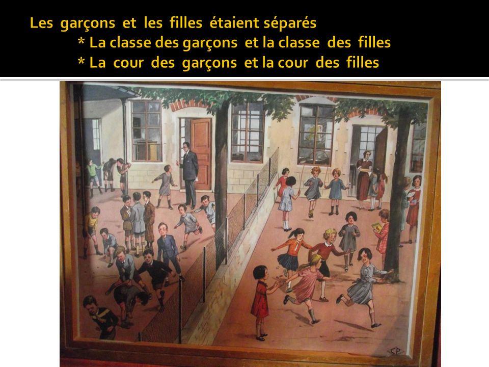 Dans la classe, les enfants étaient âgés de 6 à 13 ans. Ils venaient à lécole à pied ou à vélo.