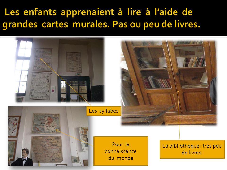Les syllabes Pour la connaissance du monde La bibliothèque : très peu de livres.
