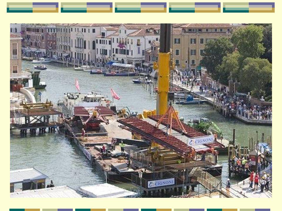 10 ans de travaux et de polémiques En 1999, la ville de Venise demande à l'architecte Santiago Calatrava de dessiner un nouveau pont enjambant le Gran