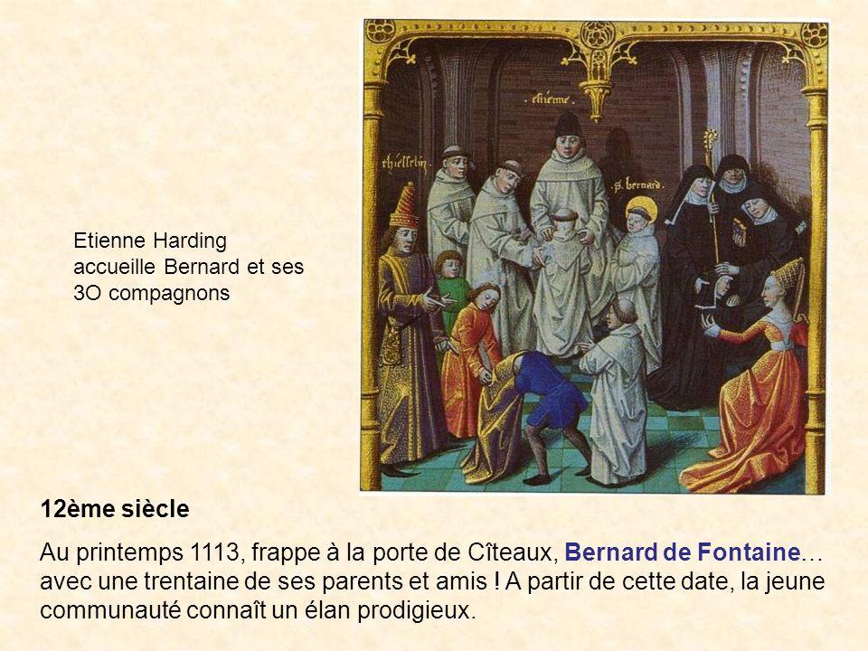 12ème siècle Au printemps 1113, frappe à la porte de Cîteaux, Bernard de Fontaine… avec une trentaine de ses parents et amis ! A partir de cette date,