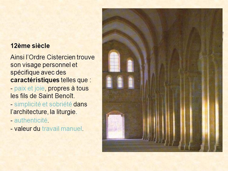 12ème siècle Ainsi lOrdre Cistercien trouve son visage personnel et spécifique avec des caractéristiques telles que : - paix et joie, propres à tous l