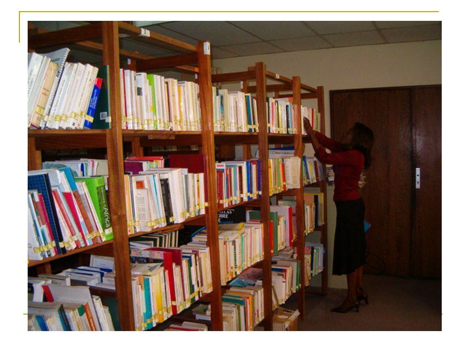 Au service de 1770 utilisateurs par mois à partir de 295 organisations accréditées locales, les centres offrent un large choix de littérature, accès internet gratuit ; de même, ils organisent des activités éducatrices et des débats autour du thème de la démocratie.