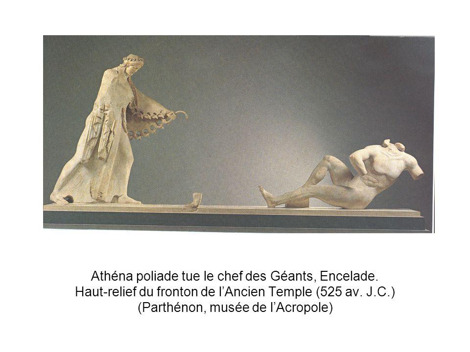 Athéna poliade tue le chef des Géants, Encelade. Haut-relief du fronton de lAncien Temple (525 av. J.C.) (Parthénon, musée de lAcropole)