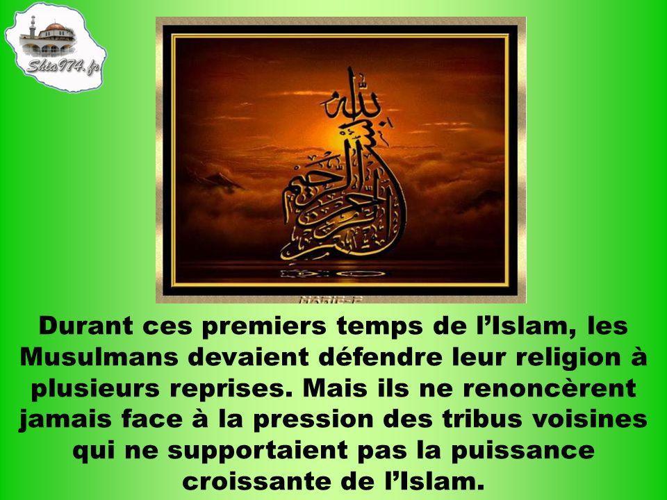Durant ces premiers temps de lIslam, les Musulmans devaient défendre leur religion à plusieurs reprises. Mais ils ne renoncèrent jamais face à la pres