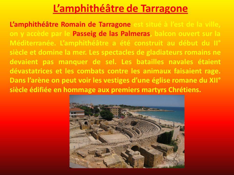 Lamphithéâtre Romain de Tarragone est situé à lest de la ville, on y accède par le Passeig de las Palmeras, balcon ouvert sur la Méditerranée. Lamphit
