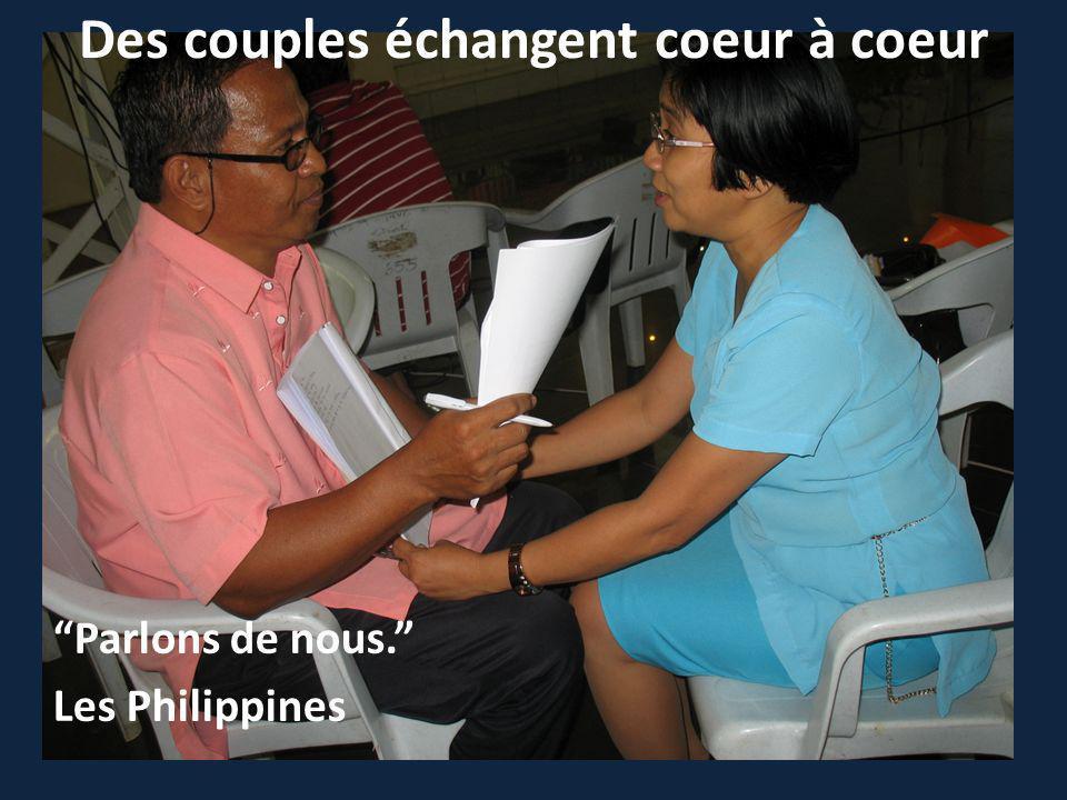 Des couples échangent coeur à coeur Parlons de nous. Les Philippines