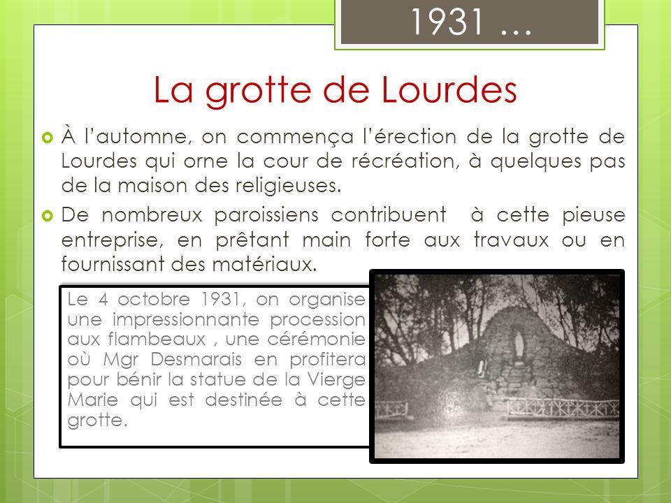 À lautomne, on commença lérection de la grotte de Lourdes qui orne la cour de récréation, à quelques pas de la maison des religieuses. De nombreux par