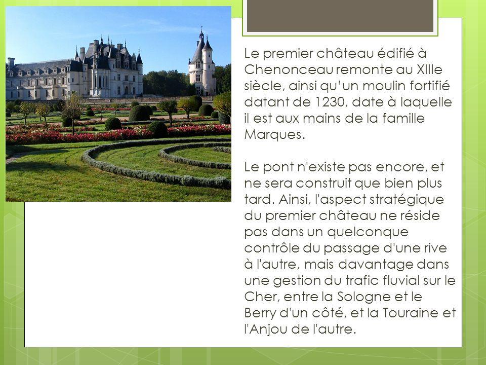 Le premier château édifié à Chenonceau remonte au XIIIe siècle, ainsi quun moulin fortifié datant de 1230, date à laquelle il est aux mains de la fami