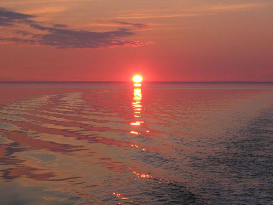 Petit matin gris sur La Malbaie, mais la brume seffiloche lentement et fait bientôt place à un soleil resplendissant qui ne nous quittera plus de la j