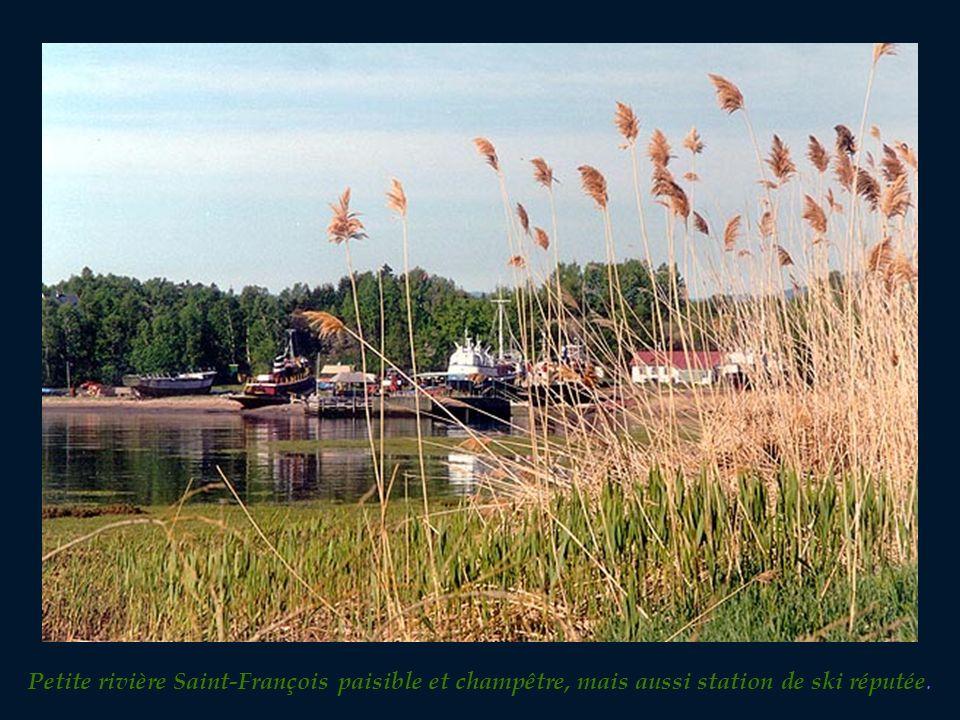 À une soixantaine de kilomètres de Québec direction est sur la rive-nord du St-Laurent, un chapelet de charmantes petites villes et de pimpants villag