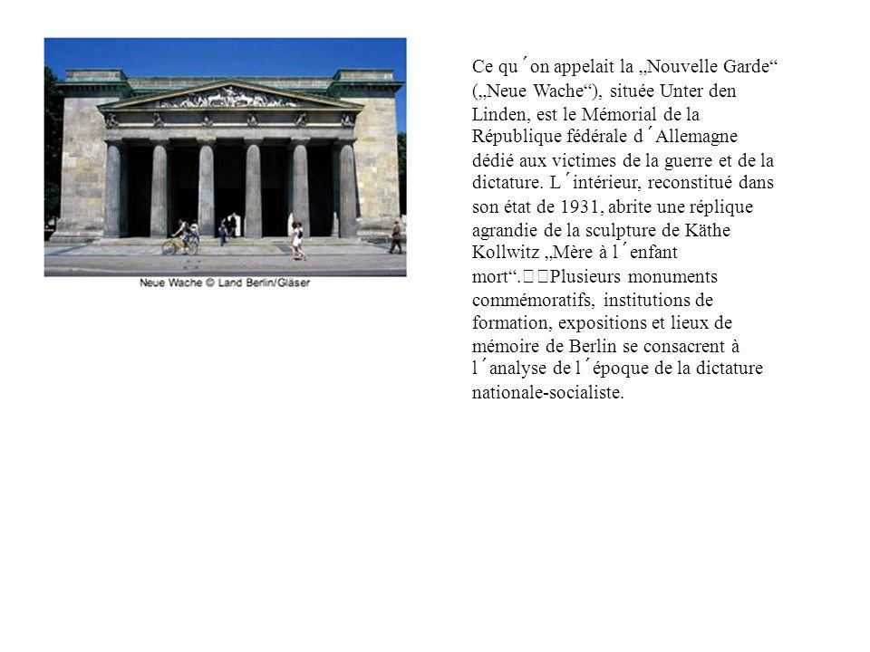 Ce qu´on appelait la Nouvelle Garde (Neue Wache), située Unter den Linden, est le Mémorial de la République fédérale d´Allemagne dédié aux victimes de