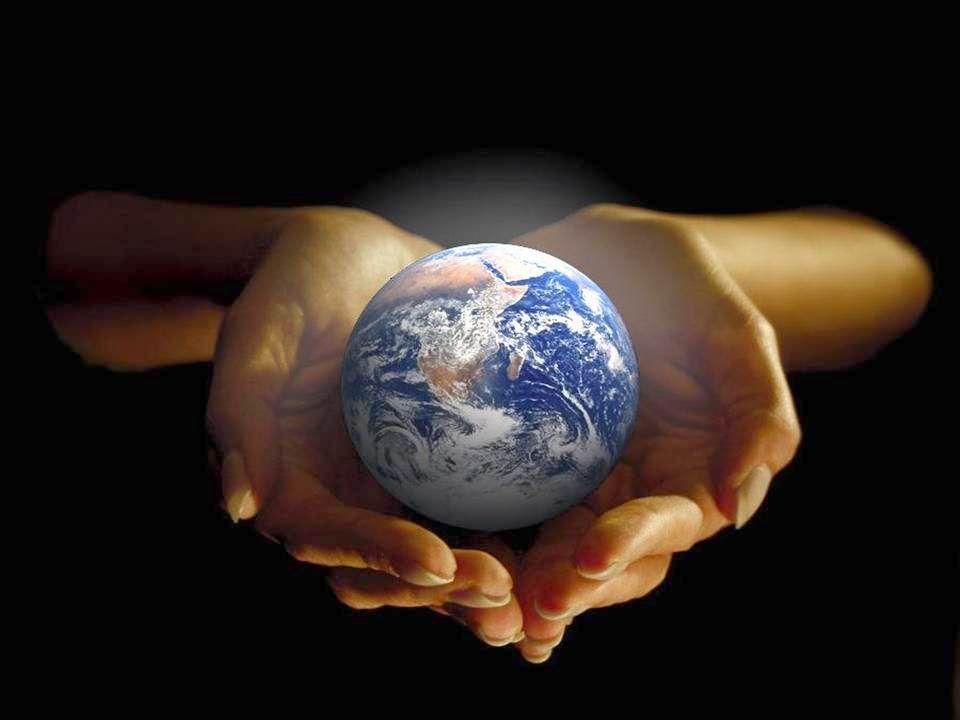 Cest toi, Seigneur, Qui as mis dans mes mains Ce monde créé de tes mains. Cest toi Seigneur Qui a mis dans mes mains Ce monde à créer pour demain.