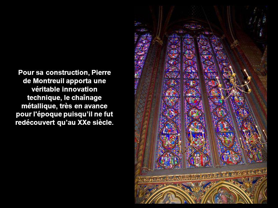 Les murs de la chapelle haute sont totalement supprimés et remplacés par de larges baies laissant passer la lumière, seulement séparées par de minces faisceaux de piliers.