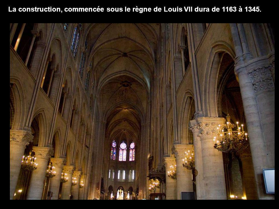 Notre-Dame de Paris nest pas la plus vaste des cathédrales françaises, mais elle est lune des plus remarquables quait produites larchitecture gothique