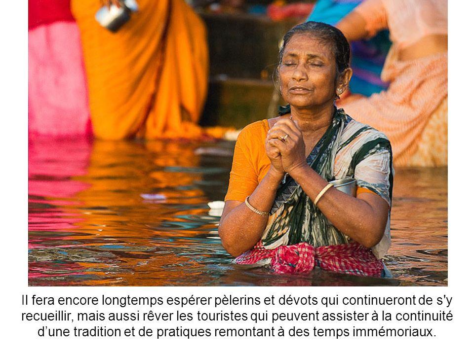 Mourir au bord du Gange est un privilège qui ne se refuse pas : il donne un accès immédiat au