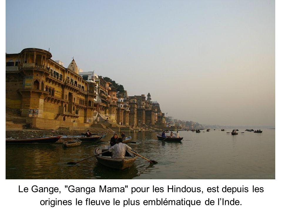 Le Gange, Ganga Mama pour les Hindous, est depuis les origines le fleuve le plus emblématique de lInde.