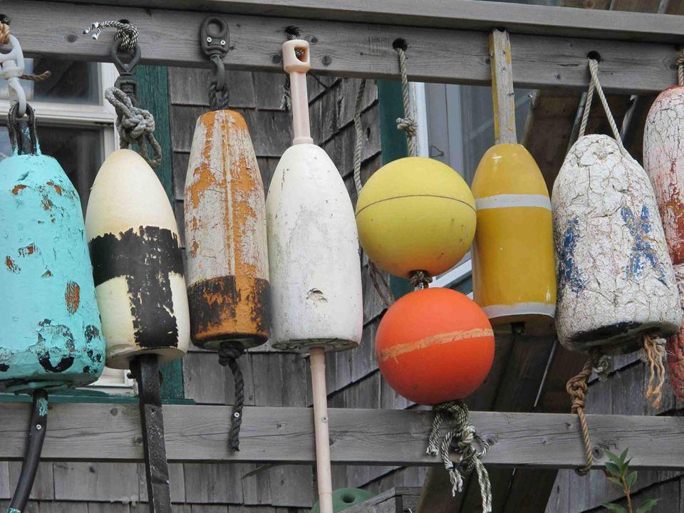 Lindustrie de la pêche est une des sources de revenu de lîle, l'aquaculture de saumons a pris une place grandissante ces dernières années.