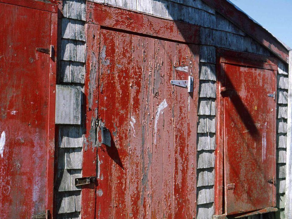 Musée de la sardine et du hareng, fondée par Michael Zimmer, architecte New-Yorkais décédé en 2008. Il a légué son musée à une jeune insulaire Nancy R