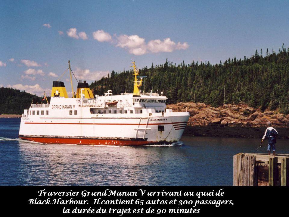 Traversier Grand Manan V arrivant au quai de Black Harbour.