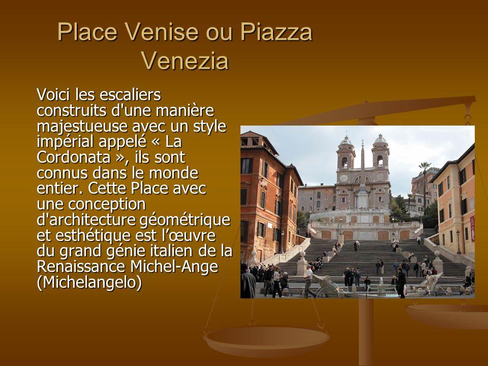 Place Venise ou Piazza Venezia Voici les escaliers construits d'une manière majestueuse avec un style impérial appelé « La Cordonata », ils sont connu