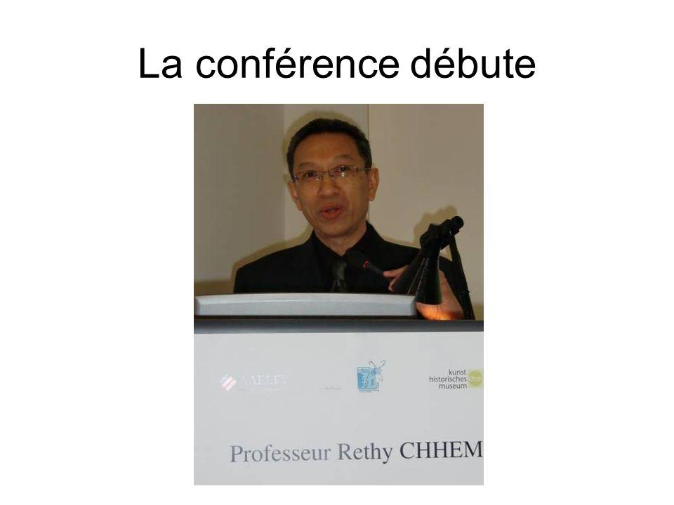 La conférence débute