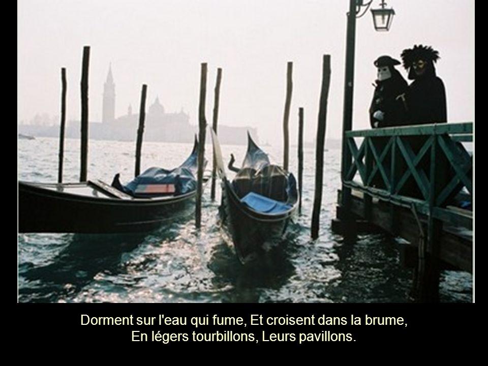 Dans Venise la rouge, Pas un bateau qui bouge, Pas un pêcheur dans l'eau, Pas un falot.