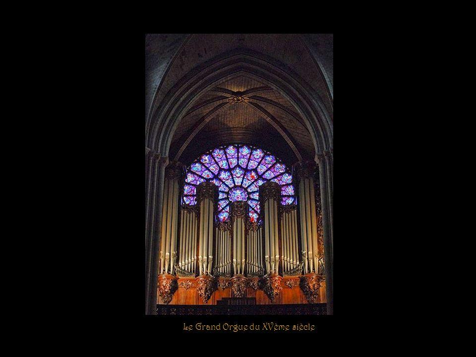 Chapelle Saint-Georges Statue de Monseigneur Darbois