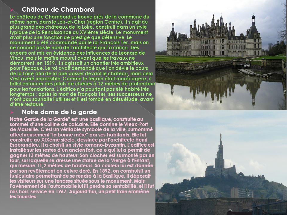 Château de Chambord Le château de Chambord se trouve près de la commune du même nom, dans le Loir-et-Cher (région Centre). Il s'agit du plus grand des